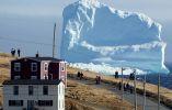 """Los residentes ven el primer iceberg de la temporada al pasar por South Shore, también conocido como """"Iceberg Alley"""", cerca de Ferryland Newfoundland, Canadá 16 de abril de 2017"""